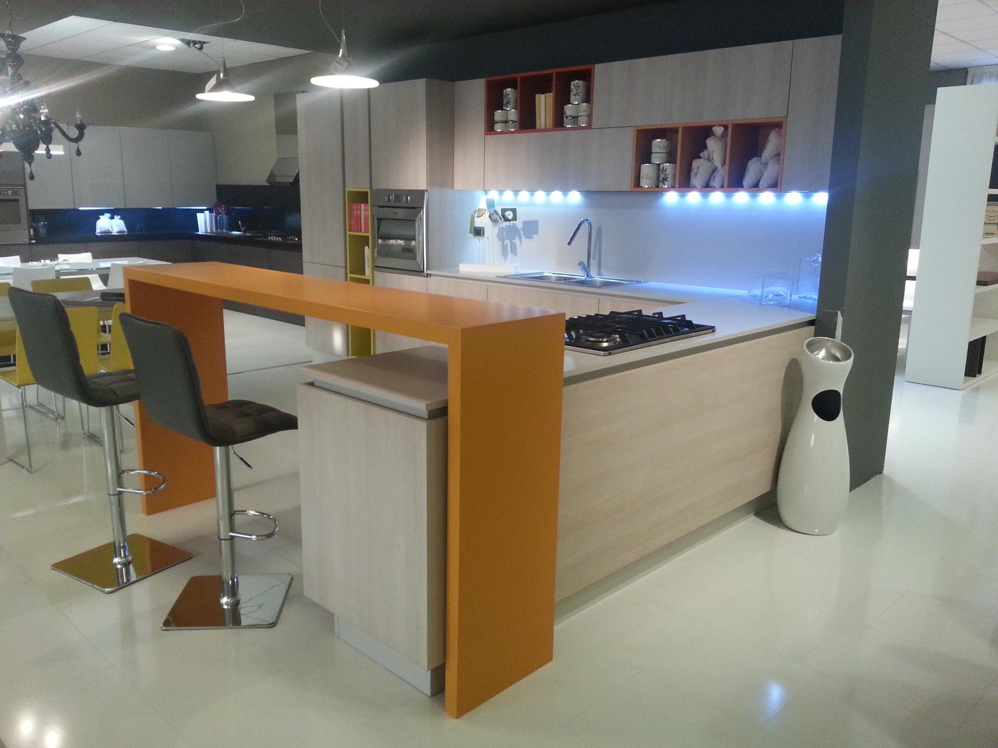 Cucina angolare grafy con inserti colorati stile young for Arredo ingross 3
