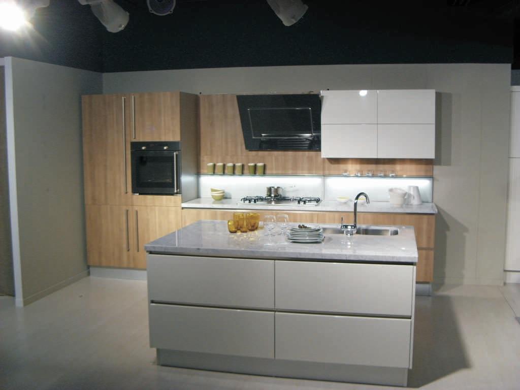 Cucina 44 levante by snaidero anta legno naturale e piano - Cucina legno bianco ...