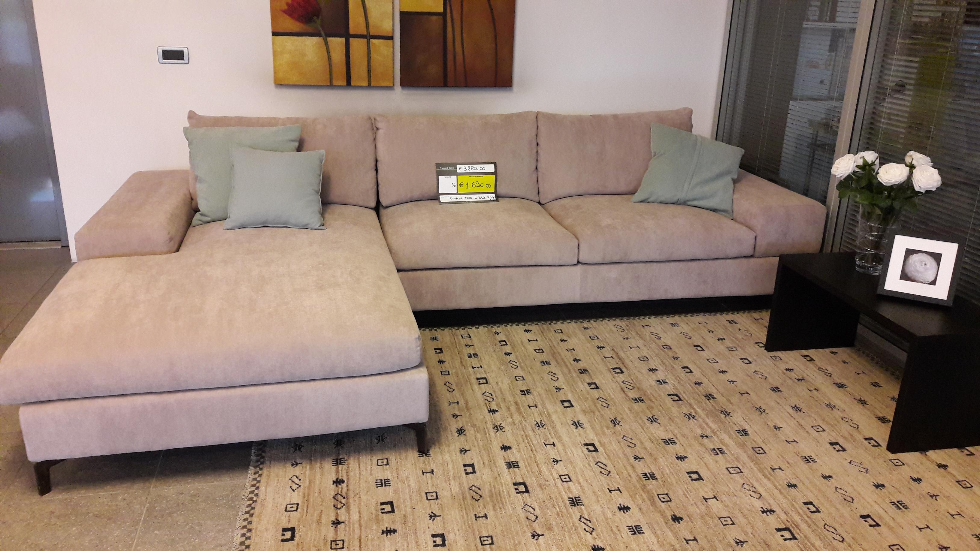 Divano con penisola modello otis rivestimento tessuto effetto vellutato tinta papiro casa ingross - Tessuto rivestimento divano ...