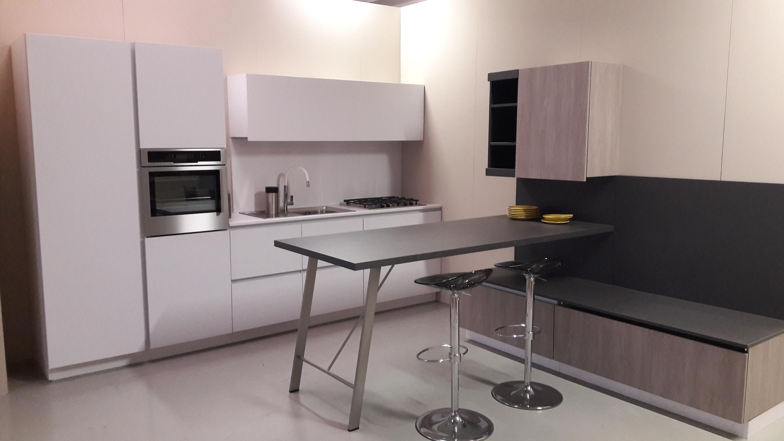 Cucina First by Snaidero con soggiorno