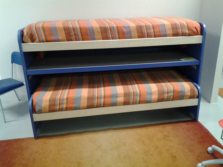 Soluzione salva spazio 2 letti scrivania visma arredo for Visma arredo letti