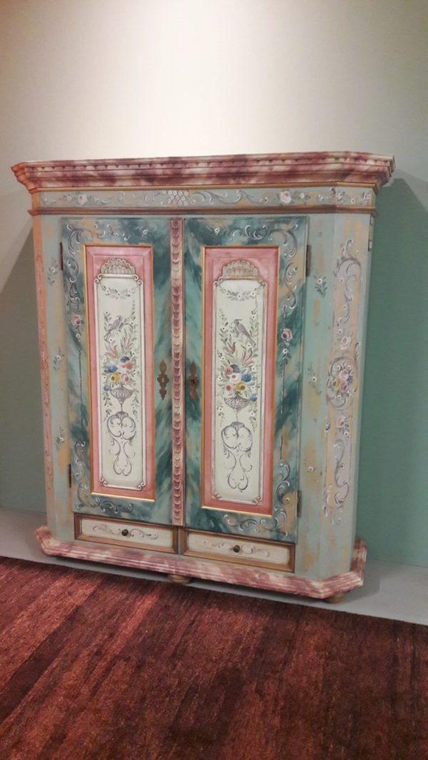 armadio legno dipinto a mano 1.2