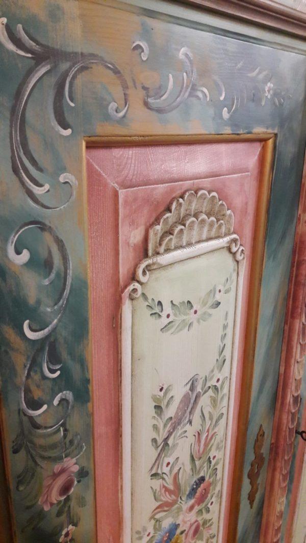 armadio legno dipinto a mano 1.3